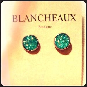 BLANCHEAUX BOUTIQUE BLUE DRURY STUD EARRINGS NWOT